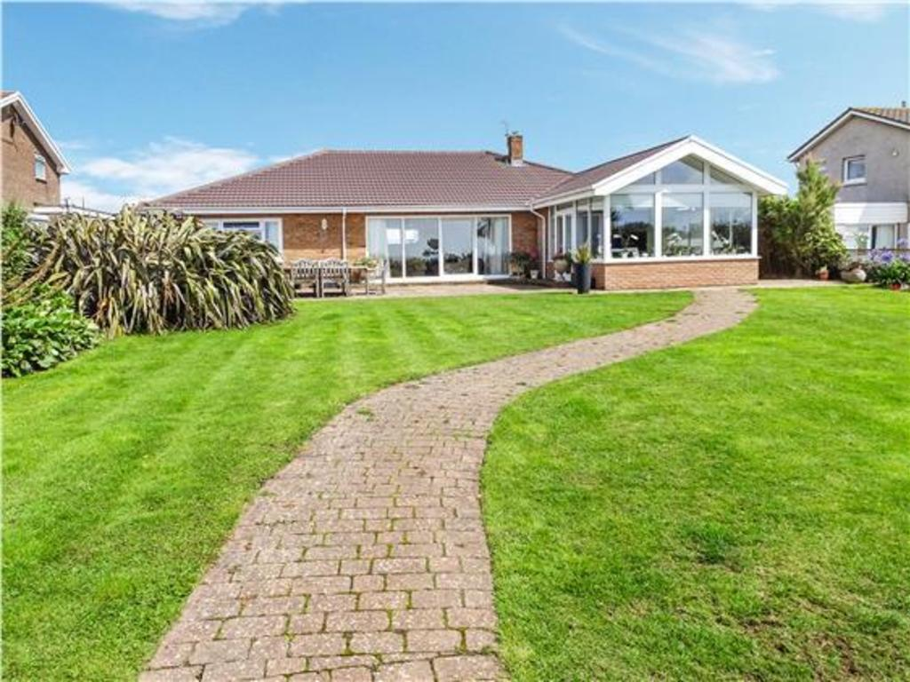 4 Bedrooms Detached Bungalow for sale in REST BAY CLOSE, REST BAY, PORTHCAWL, CF36 3UN