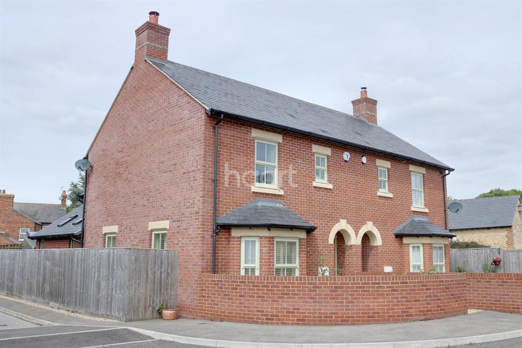 3 Bedrooms Semi Detached House for sale in Castlethorpe