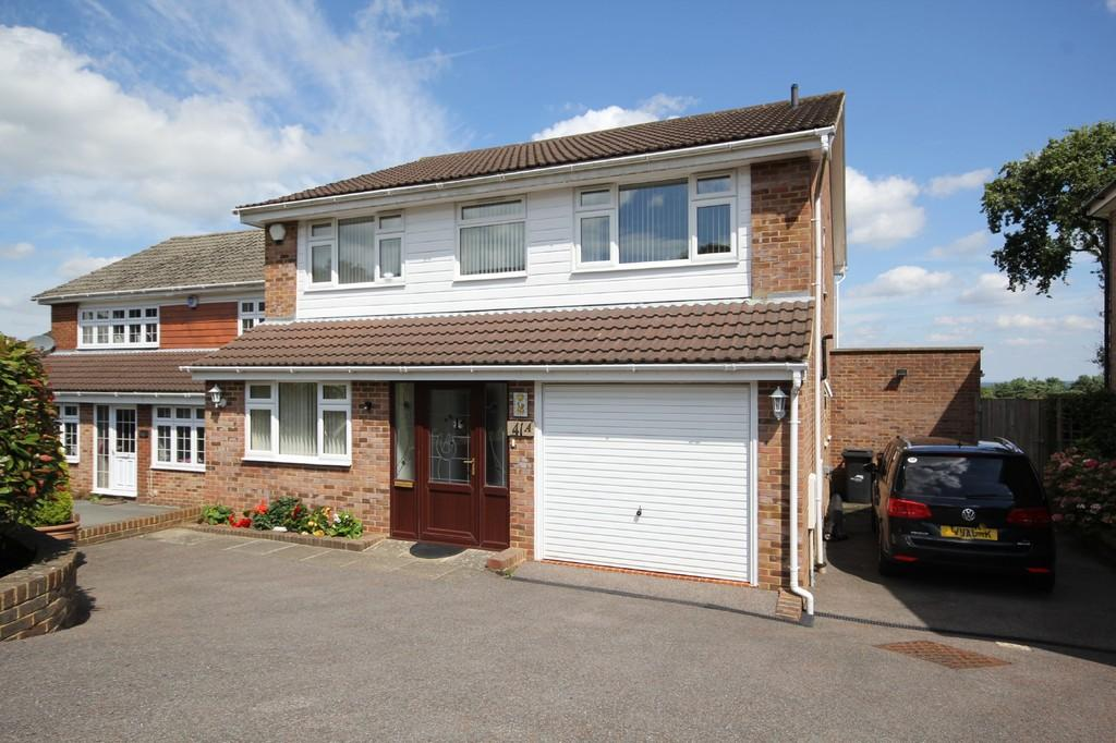 4 Bedrooms Detached House for sale in Pleasant View Road, Crowborough
