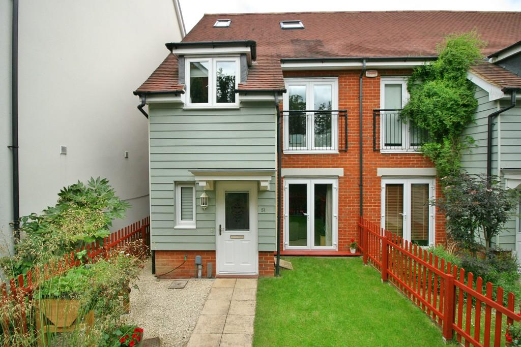 4 Bedrooms End Of Terrace House for sale in The Moors , Redhill
