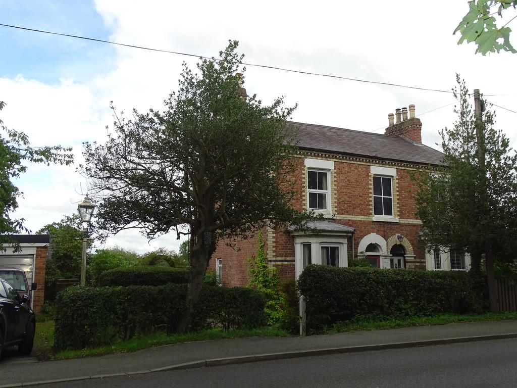 3 Bedrooms Semi Detached House for sale in Parkgate Road, Saughall