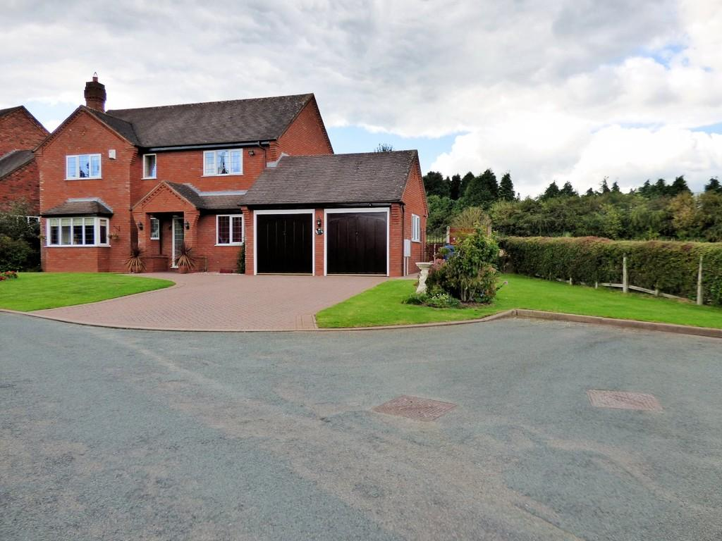 4 Bedrooms Detached House for sale in Hawcroft, Longdon