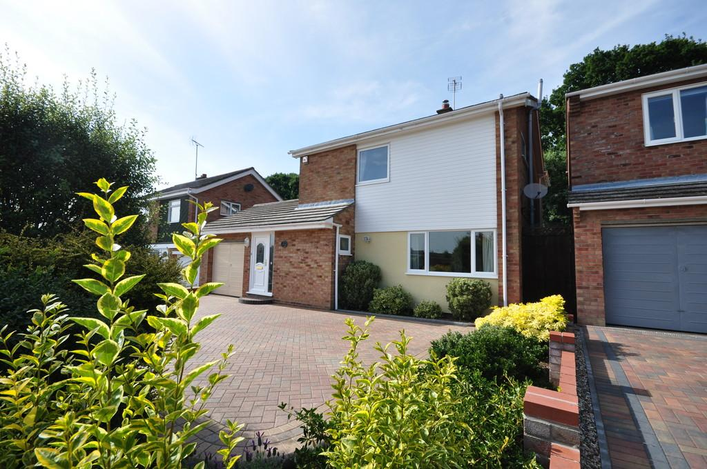 4 Bedrooms Detached House for sale in St. Mark Drive, Colchester, CO4 0LP
