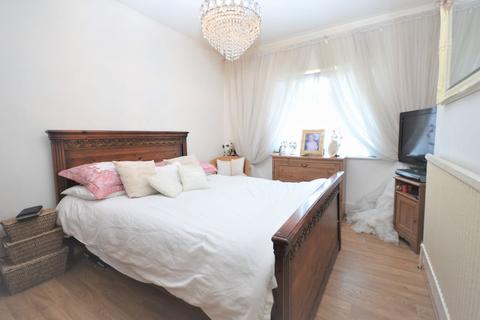 2 bedroom flat to rent - Rosebank Gardens, Acton