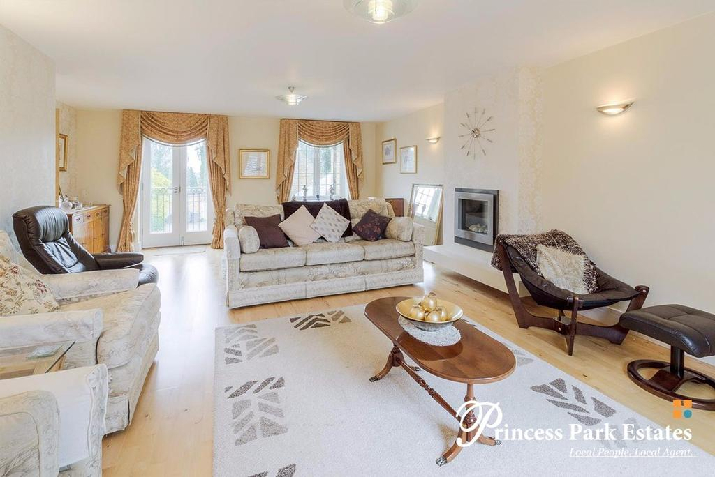 3 Bedrooms Semi Detached House for sale in Balmoral avenue, N11 3QA