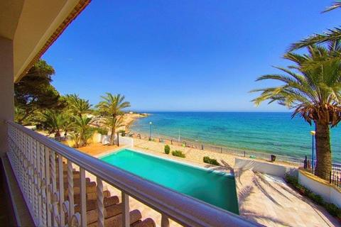 6 bedroom villa  - Punta Prima, Alicante