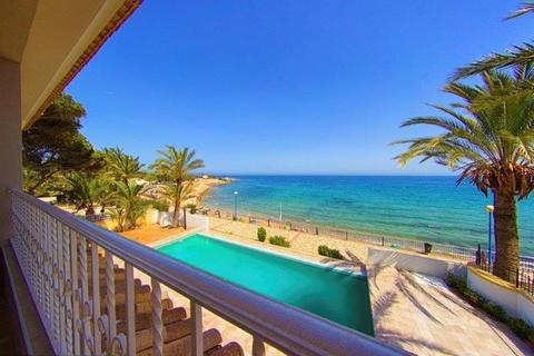 6 bedroom villa  - Punta Prima, Alicante