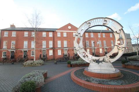3 bedroom terraced house to rent - Netley Court, Surrey Street, Littlehampton