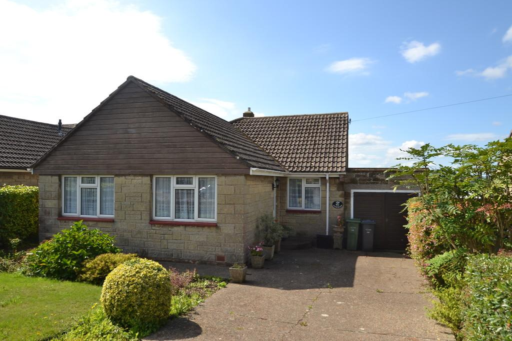 3 Bedrooms Detached Bungalow for sale in Great Preston Road, Ryde