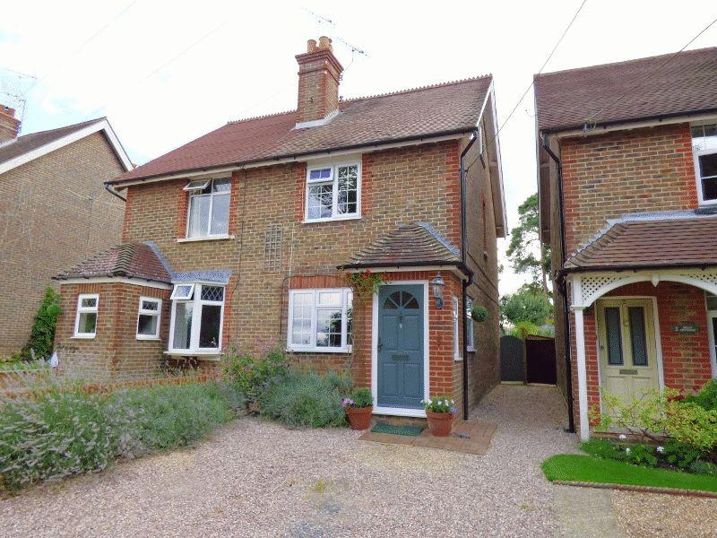 3 Bedrooms Semi Detached House for sale in Holly Cottages, Staplefield