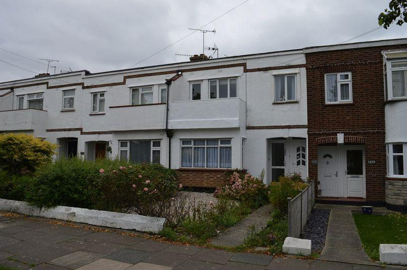 2 Bedrooms Ground Flat for sale in London Road, Leigh-On-Sea