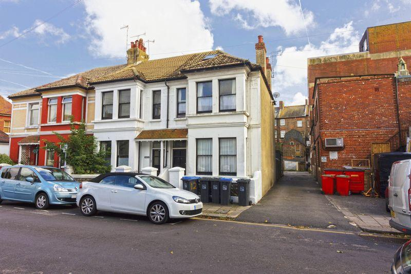 2 Bedrooms Flat for sale in Elm Road, Worthing