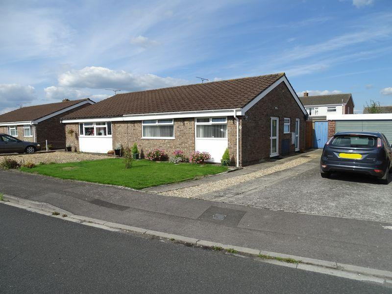 2 Bedrooms Semi Detached Bungalow for sale in Arden Close, Melksham