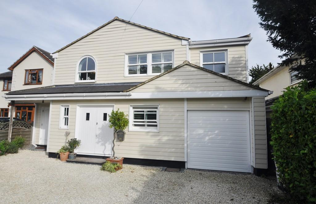 4 Bedrooms Detached House for sale in Shipwrights Drive, Benfleet