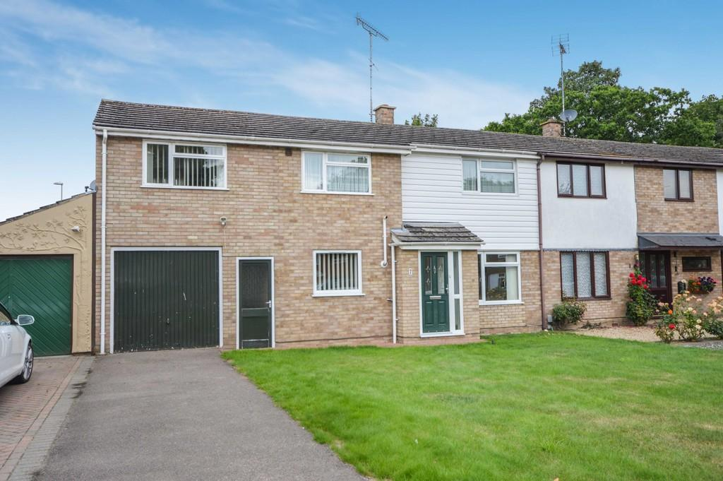 3 Bedrooms Semi Detached House for sale in Swallowdale, Colchester