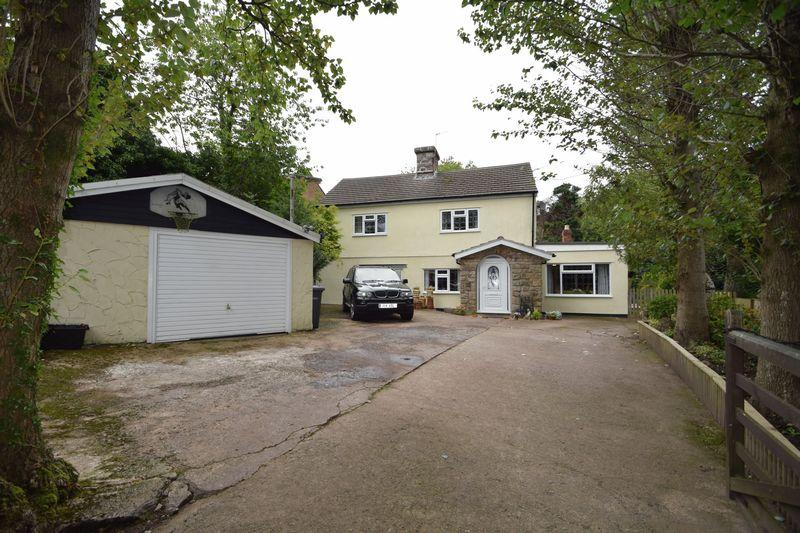 4 Bedrooms Detached House for sale in Graig Road, Cwmbran
