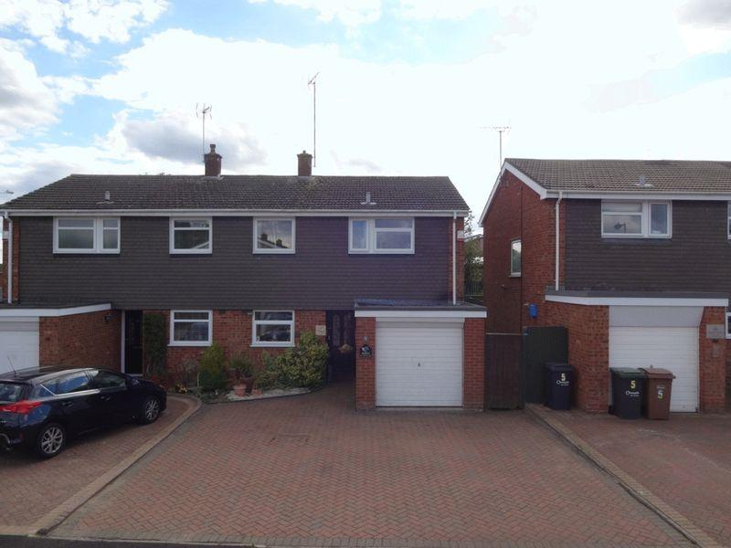 3 Bedrooms Semi Detached House for sale in Benson Close, Luton