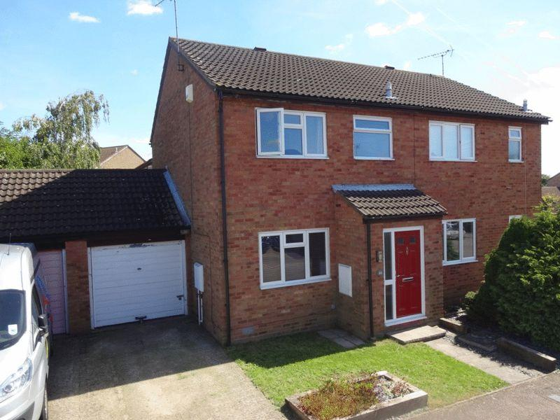 3 Bedrooms Semi Detached House for sale in Conway Close, Houghton Regis