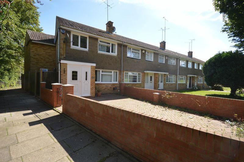 4 Bedrooms End Of Terrace House for sale in Loftus Close, Luton