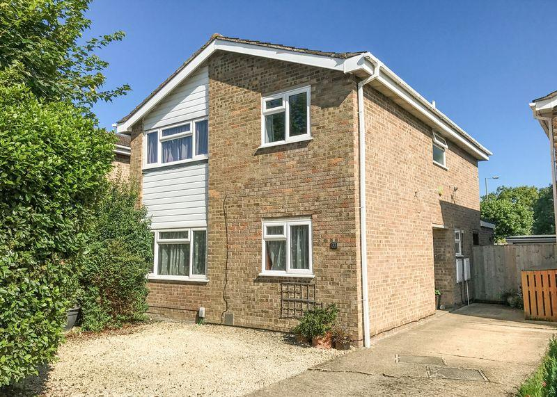 4 Bedrooms Detached House for sale in Evenlode Close, Grove
