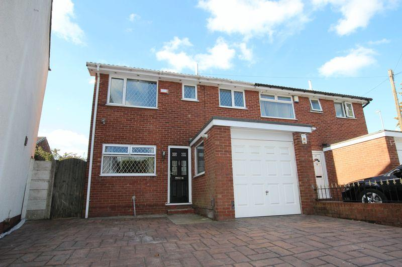 3 Bedrooms Semi Detached House for sale in Highfield Street, Middleton M24 2JR
