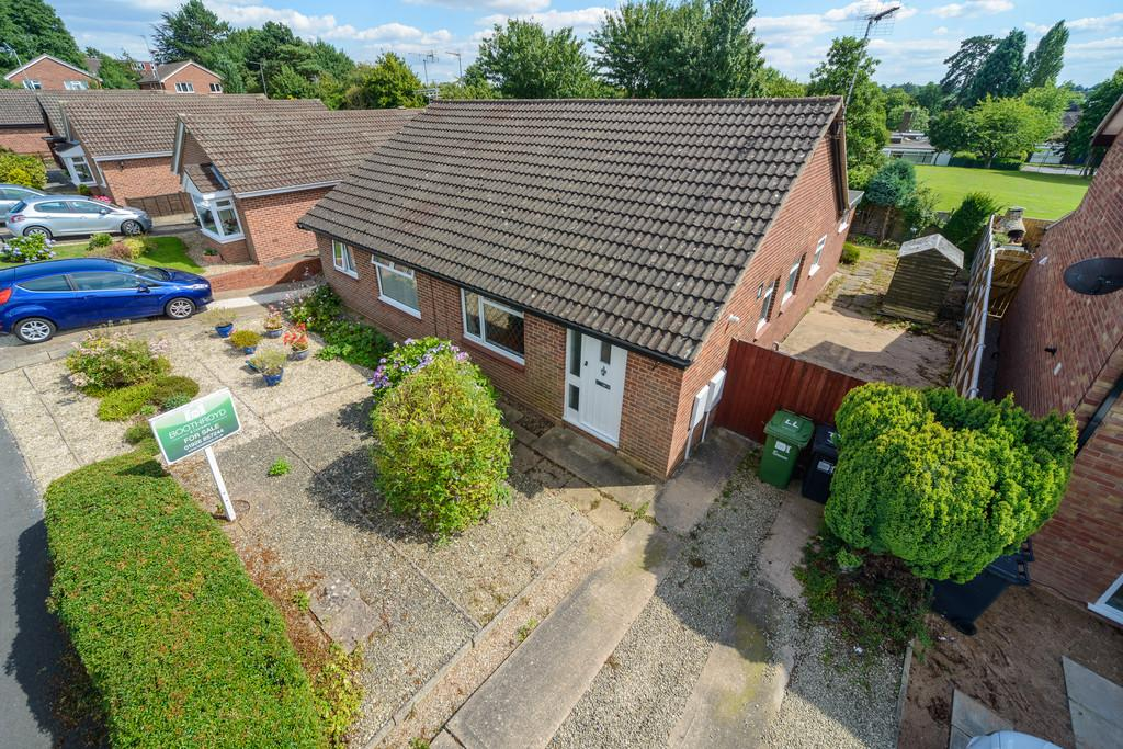 2 Bedrooms Semi Detached Bungalow for sale in Rawnsley Drive, Kenilworth