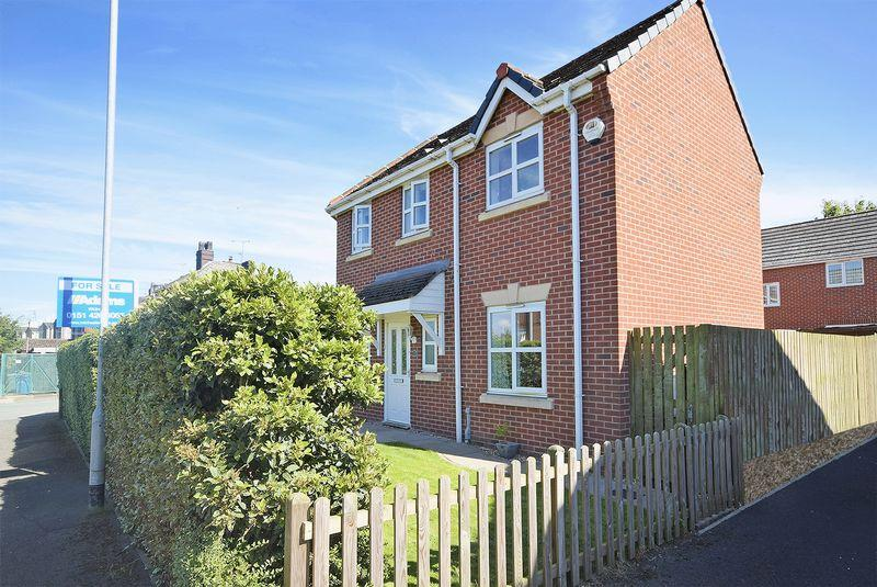 3 Bedrooms Town House for sale in St Bridgets Close, Widnes