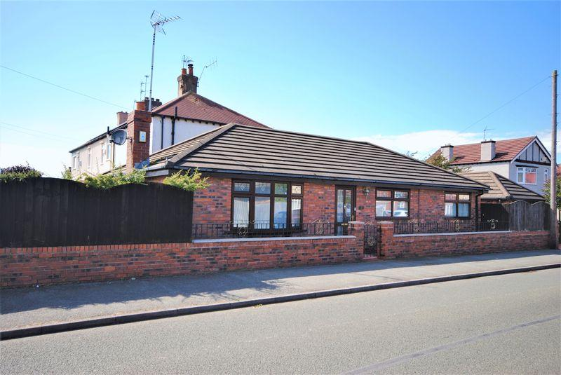 2 Bedrooms Detached Bungalow for sale in Borrowdale Road, Moreton