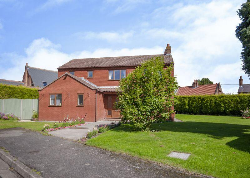 4 Bedrooms Detached House for sale in Queens Close, Newark