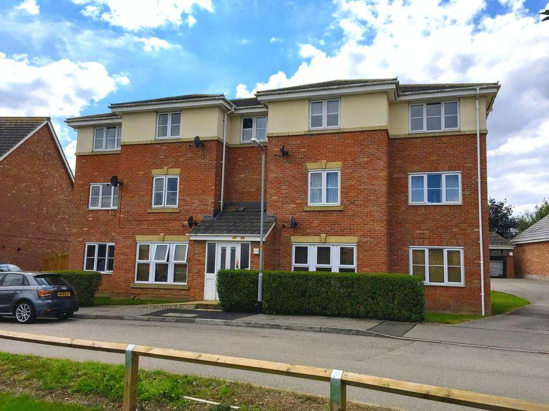 2 Bedrooms Apartment Flat for sale in Fontwell Crescent, Oakley Vale, Corby