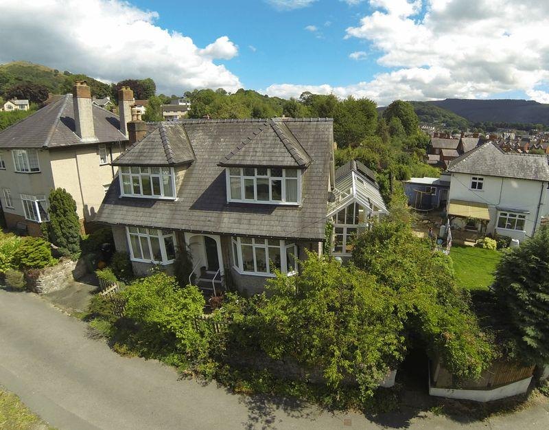 3 Bedrooms Detached House for sale in Off Abbey Road, Llangollen