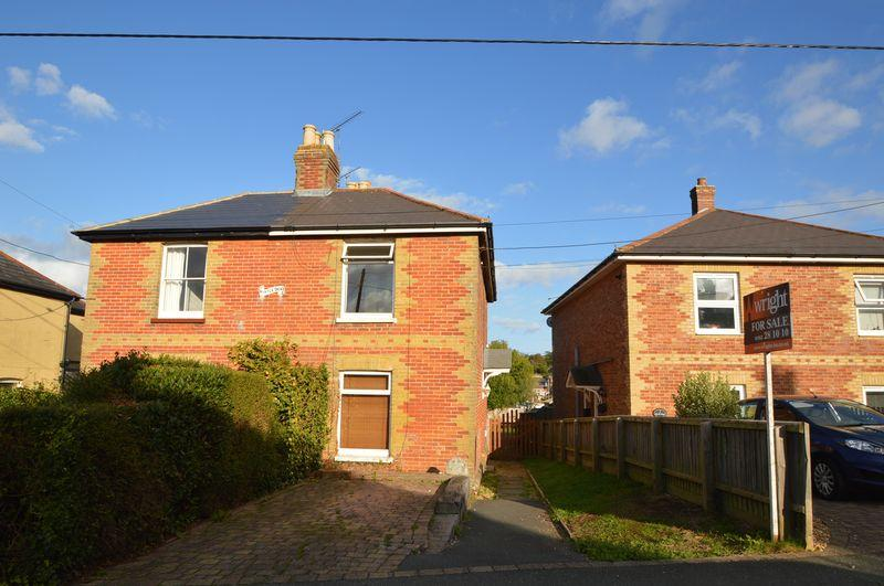 3 Bedrooms Semi Detached House for sale in Wootton, PO33 4HX