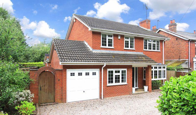 3 Bedrooms Detached House for sale in CODSALL, Wood Road