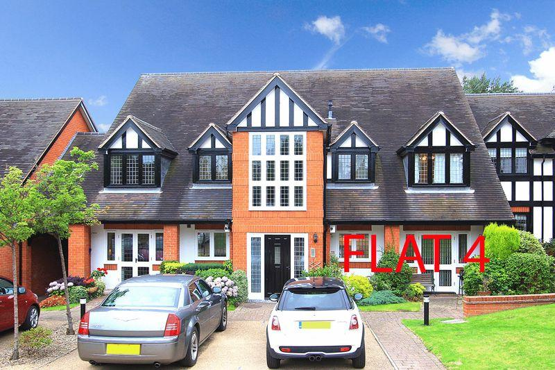 2 Bedrooms Apartment Flat for sale in FINCHFIELD, Weller Court