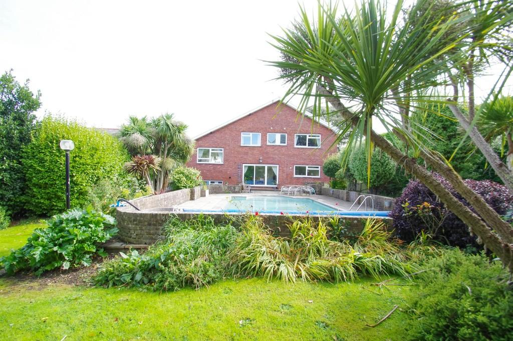 5 Bedrooms Detached House for sale in Luccombe Road, Shanklin