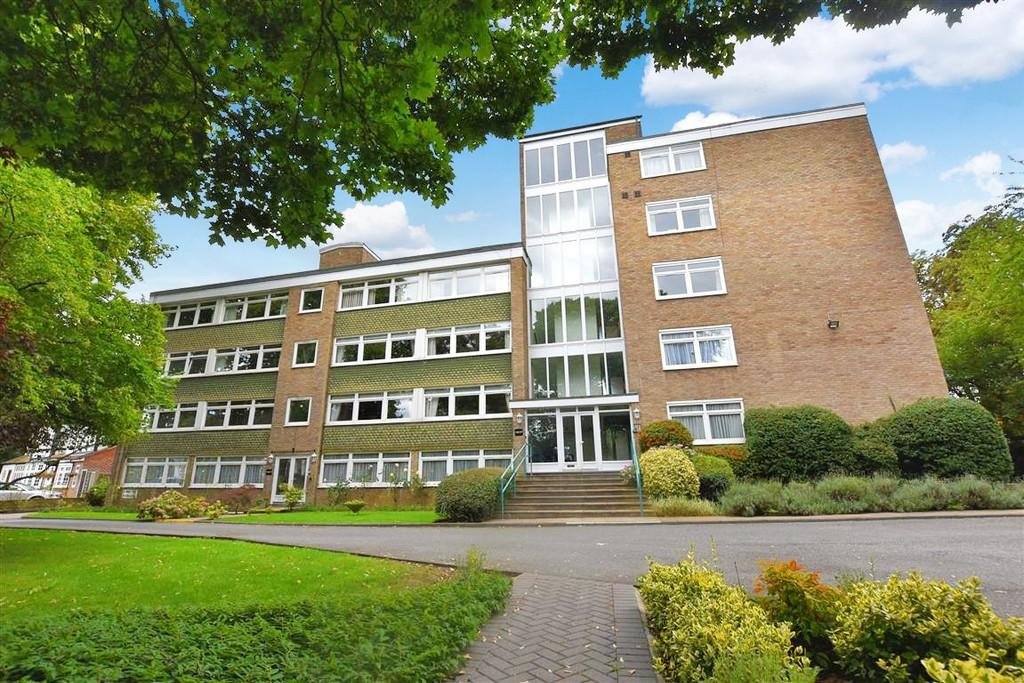 2 Bedrooms Ground Flat for sale in St. Mary's Avenue, Wanstead