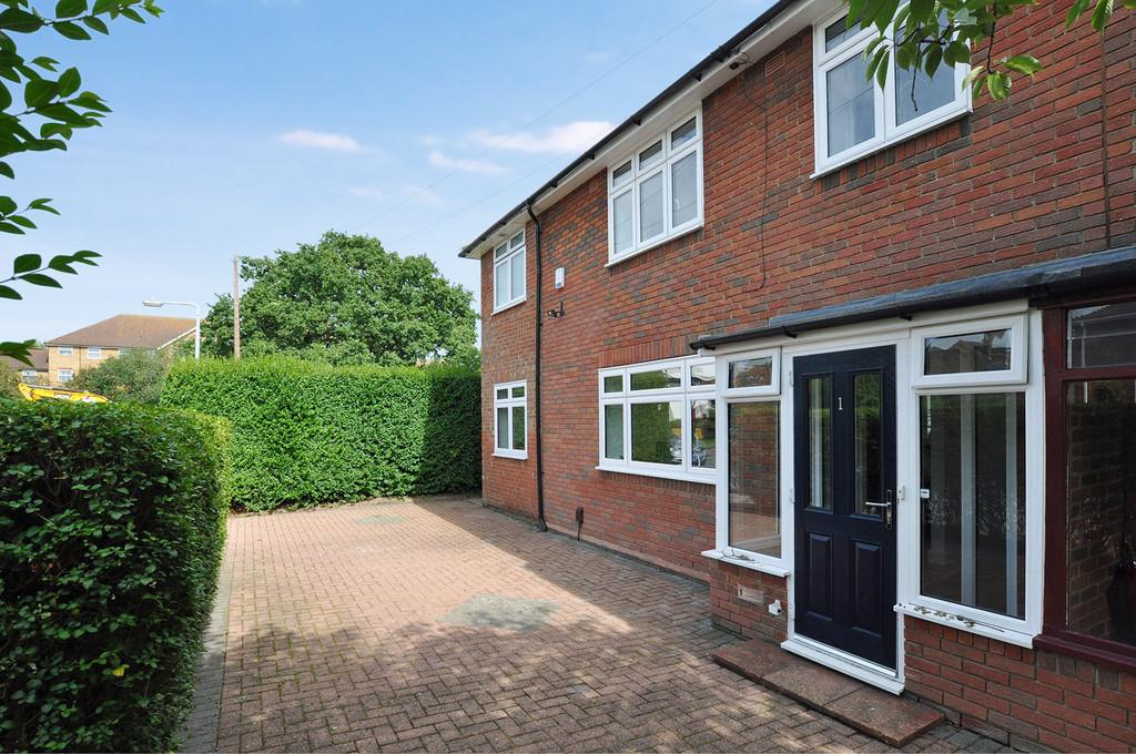 4 Bedrooms End Of Terrace House for sale in Colson Road, Loughton