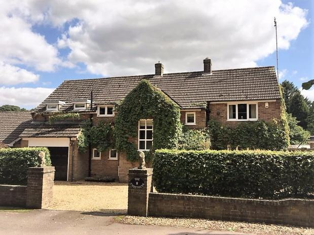 5 Bedrooms Detached House for sale in The Chestnuts Ranksborough Drive, Langham, LE15