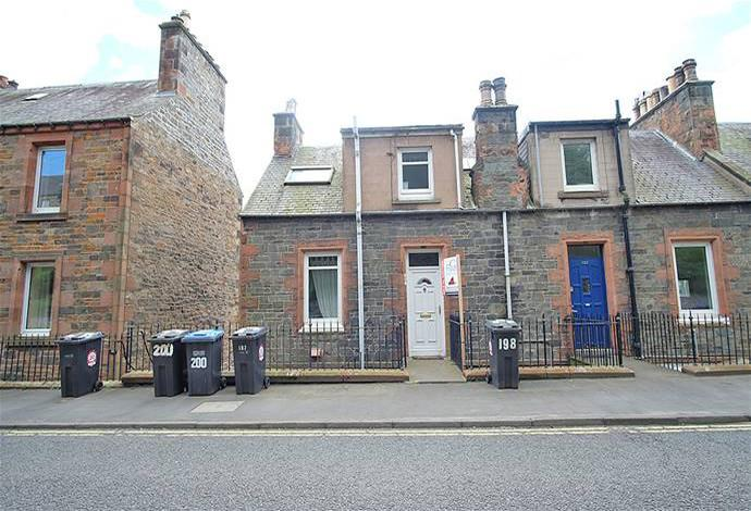 3 Bedrooms Flat for sale in 197 Magdala Terrace, Galashiels, TD1 2HY