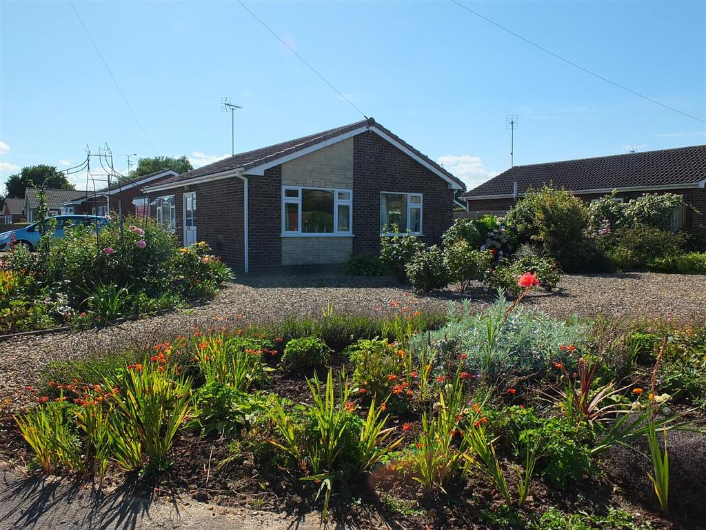 2 Bedrooms Detached Bungalow for sale in Dick Turpin Way, Long Sutton