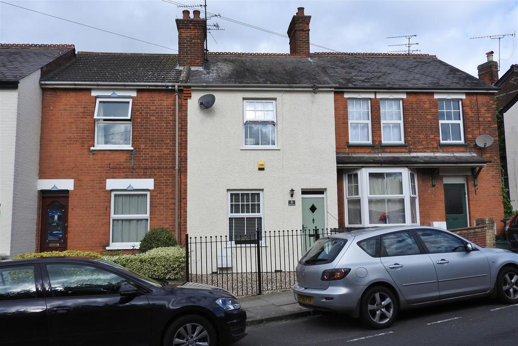2 Bedrooms Terraced House for sale in Hill Road, Chelmsford