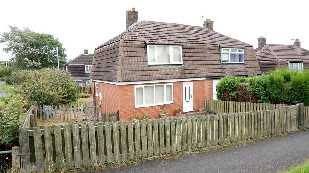 3 Bedrooms Semi Detached House for sale in Rowan Place, Chesterton, Newcastle, Staffs