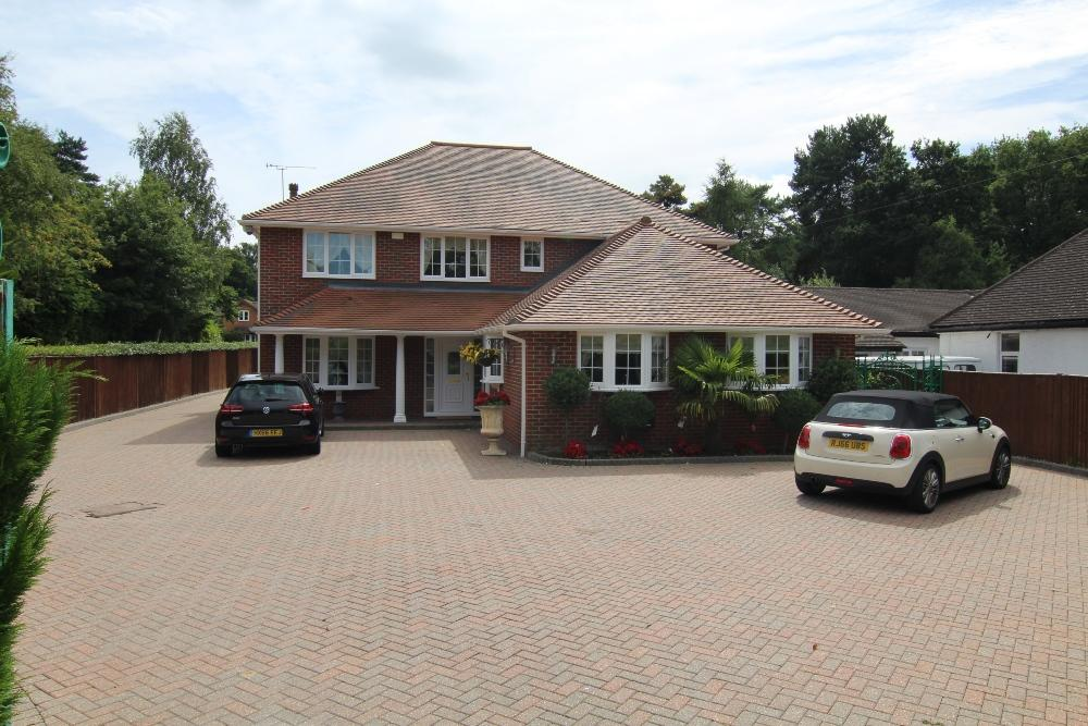 5 Bedrooms Detached House for sale in Nine Mile Ride, Finchampstead, Wokingham, Berks, RG40 3NT