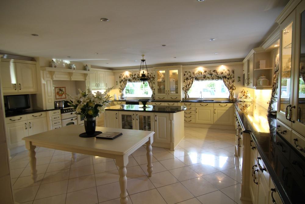 5 Bedrooms Detached House for sale in Nine Mile Ride, Finchampstead, Wokingham, Berks, RG40 3NT