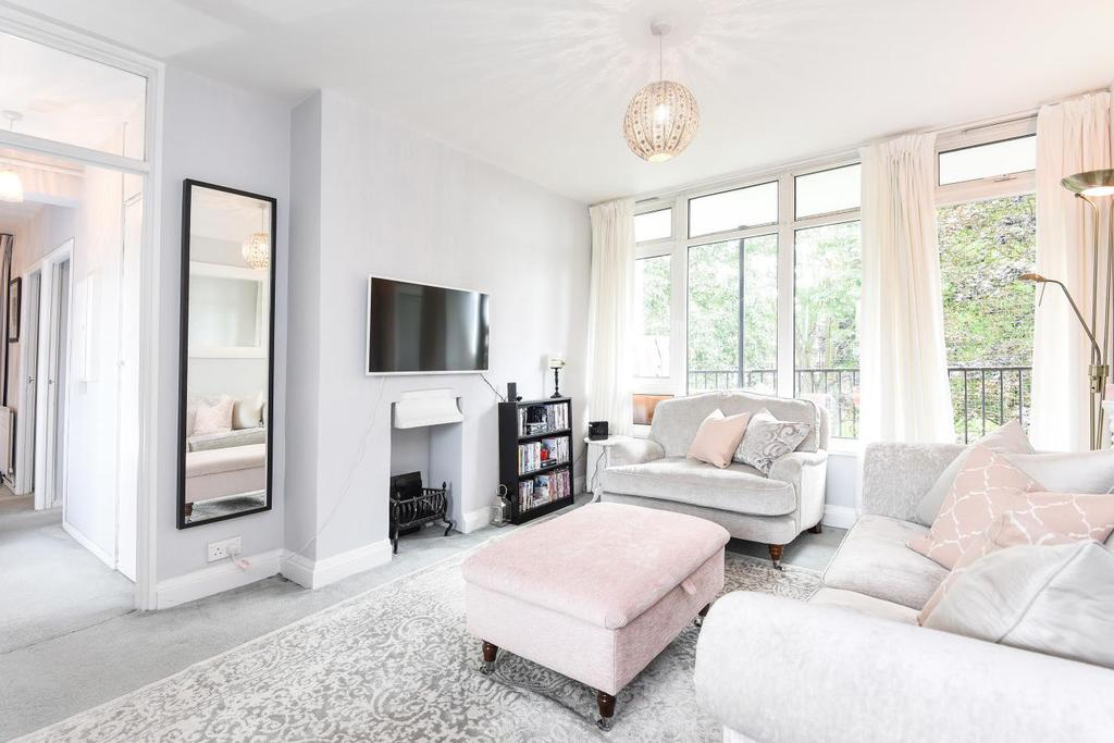 2 Bedrooms Flat for sale in Heather Close, Clapham
