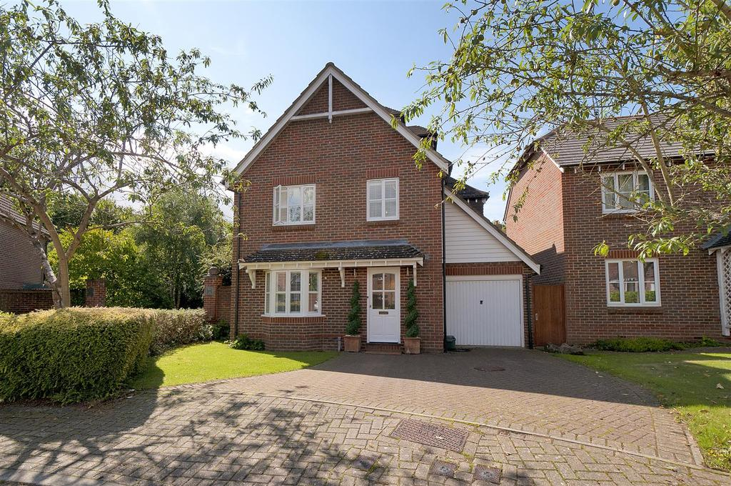5 Bedrooms Detached House for sale in Goldings Close, Kings Hill, ME19 4BE