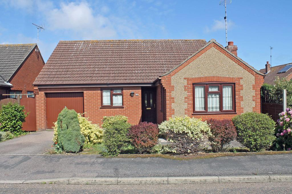 3 Bedrooms Bungalow for sale in Hendrie Road, Holt NR25