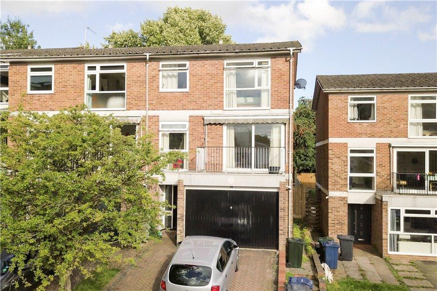 3 Bedrooms End Of Terrace House for sale in Highover Park, Amersham, Bucks HP7