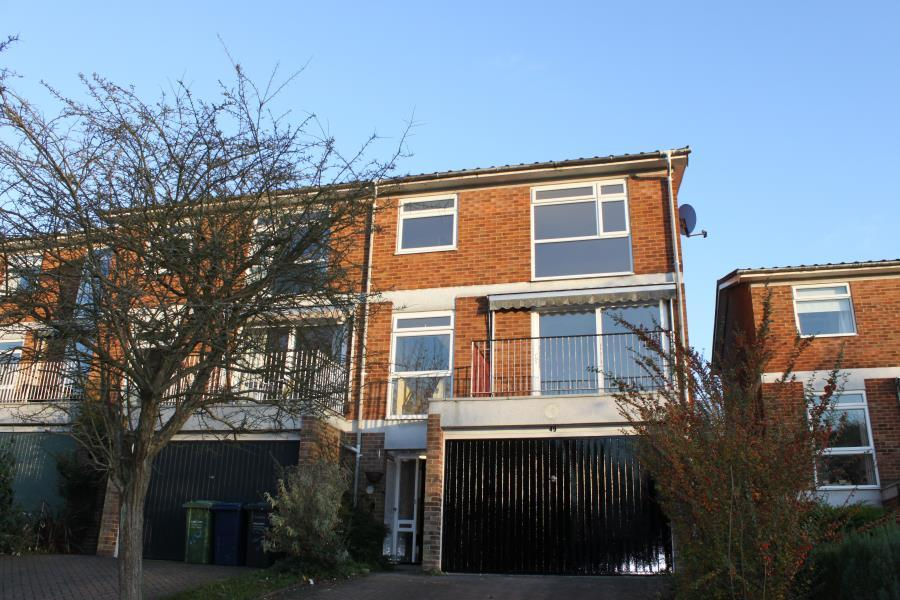 3 Bedrooms Town House for sale in Highover Park, Amersham, Bucks HP7