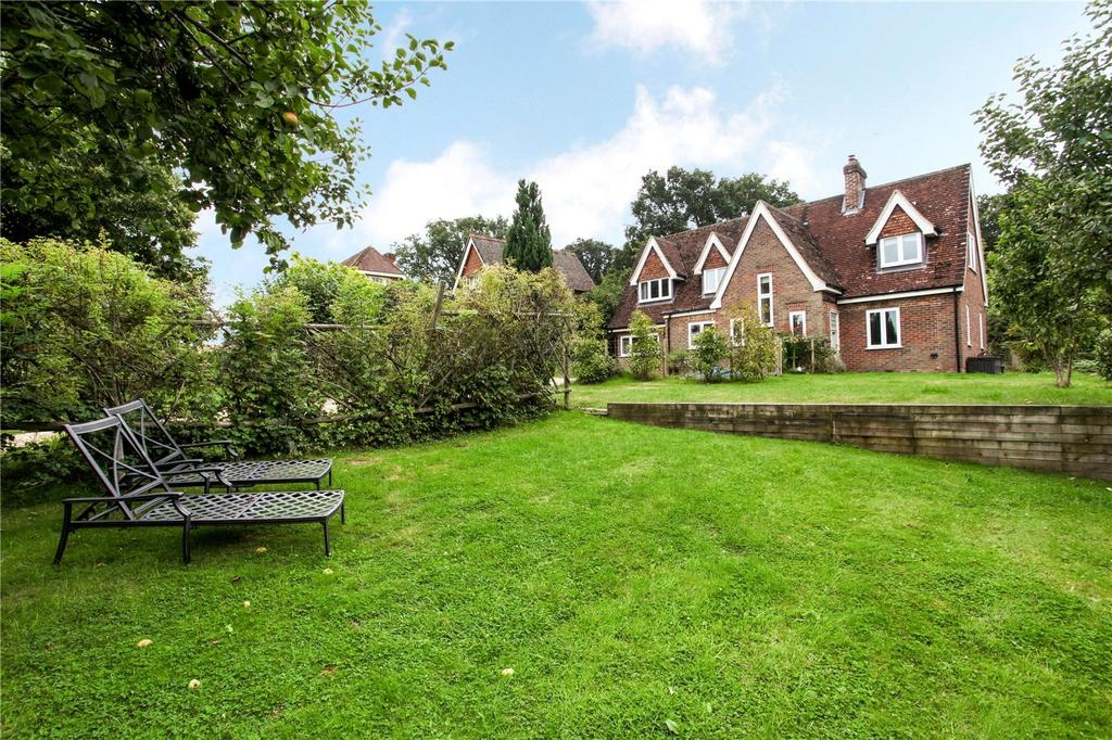3 Bedrooms Detached House for sale in The Street, Dockenfield, Farnham, Surrey, GU10